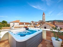 Palace Derossi, hotel in Trogir