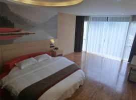 Thank Inn Plus Hotel Guangxi Liuzhou Donghuan Road Hualinjundi, hôtel à Liuzhou
