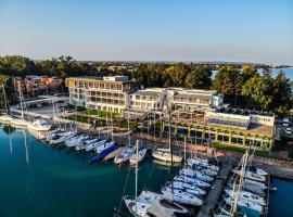 Hotel Yacht Wellness & Business, hotel in Siófok