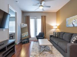 KING BED LUXURIOUS MED CENTER FULLY EQUIPPED CONDO