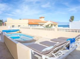 Charming villa by the sea with heated pool Corralejo