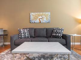 LUXURY - KING SIZED BED - MED CENTER FULLY EQUIPPED CONDO