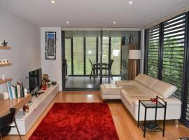 Spacious Apartment in the Heart of Melbourne's CBD, budget hotel in Melbourne