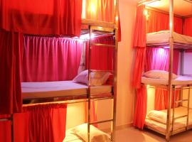 Sunset Backpackers Hostel, family hotel in Orchha