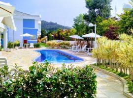 Linda Casa de Condomínio com piscina