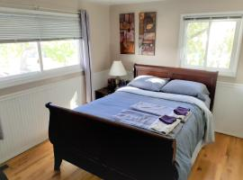 Superior Queen Studio Suite with shared gym,kitchen,lounge at peaceful South Hill