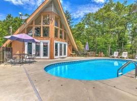 Private Pool Chalet + Games, Hot Tub, Near GSNMP