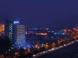 Radisson Blu Hotel, Greater Noida, hotel with pools in Greater Noida