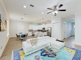 Luxe New-Build - 5 Blocks to Beach, Walk to Dining home