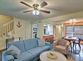 Updated Gainesville Townhome w/ Pool ~3 Mi. to UF!