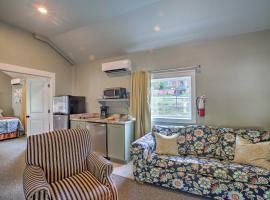 Cozy Cottage w/ Pool Access in Downtown Branson!