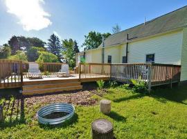 'Schooner House' Traverse City Cottage w/Deck!