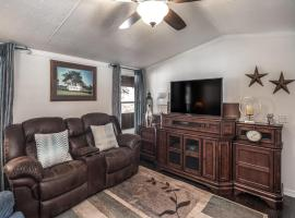 Eagle Creek Cabin 6, 2 Bedrooms, Fire Pit, Grill, Sleeps 8