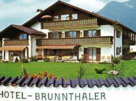 Hotel Garni Brunnthaler, hotel near Olympic Ski Jump, Garmisch-Partenkirchen