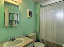 Retro Vero Beach Resort Home w/ Florida Room!