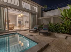 White Studio, villa with private pool Canggu, cottage in Canggu
