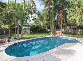 Tropical Artists Pool Home near Shops & Beach