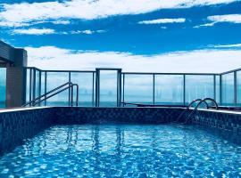 Apt na Praia Brava com vista p mar, AC, churrasqueira na varanda. Condominio com piscina na cobertura