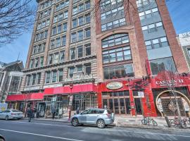 Chinatown Apt w/ Walkability & Rooftop Deck!, hotel with pools in Philadelphia