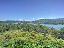 NEW-Downtown Ukiah Cottage, 5 Mi to Lake Mendocino