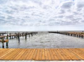 New 3/2! Private fishing pier and Marina! Waterfront Pool! AMAZING Views
