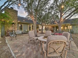Cottage w/ Patio, Fountain & Outdoor Kitchen!