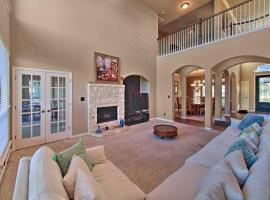 Sonoma Ranch Family Home, 5 Mi to Six Flags!
