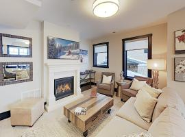 New Listing! Canyons Basecamp w/ Private Hot Tub townhouse