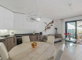 Luxury Flat in Nice with stunning Terrace/ garden Parking Pool, luxury hotel in Nice