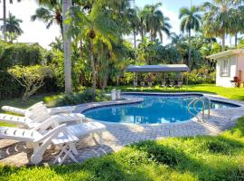 Comfortable house with heated pool, 3 minutes to the ocean