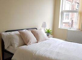 Beautiful 4 bedroom Victorian Apartment Sleeps 7 STOCKPORT