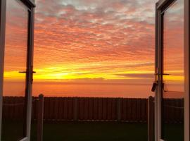 Allibella Shepherds Hut, Amazing Seaview, Private garden, Pet Friendly