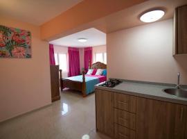 Omira Apartments Suites. Flamingo room