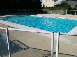 T2 idéalement situé clim piscine parking