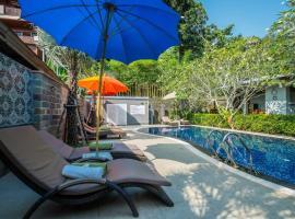 Kata Tranquil Villa – hotel w mieście Karon Beach