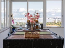Cristo Rei Apartment - Great views and Free Parking, hotel in Almada
