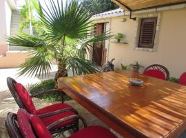 Charming Unique Apartment For 4, hotel in Vela Luka