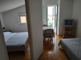 Apartmani Juradin 3, hotel in Podstrana