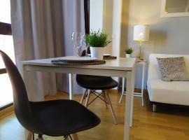 Apartamentos Pirra - Aeropuerto Ifema, hotel cerca de Wanda Metropolitano, Madrid