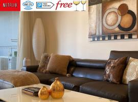TERRACE LUX FULLY AIR 2 CAR FREE NETFLIX WIFI WINE, budget hotel in Perth