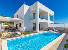 Scenic Villa in Linardići with Private Swimming Pool