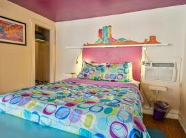Lodge 6 - Downtown location. Studio with shared hot tub. Minutes to Arches N.P.