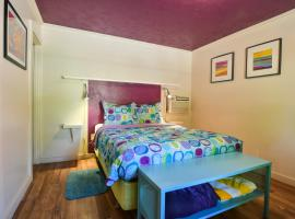 Lodge 2 - Downtown location. Studio with shared hot tub. Minutes to Arches N.P.