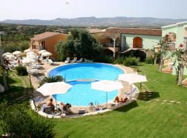 Badesi Apartment Sleeps 4 with Pool and WiFi