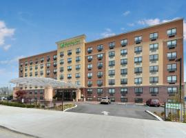 Holiday Inn New York-JFK Airport Area, family hotel in Queens