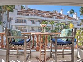 Island Resort Getaway: Snorkel, Hike, Relax!, hotel with jacuzzis in Avalon