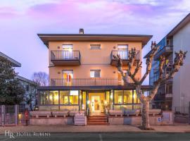 Hotel Rubens، فندق في مونتيكاتيني تيرمي