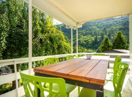 Relaxed Arrowtown Stay Minutes from Town Center