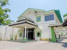 SPOT ON 1796 Hotel Taman Indah, hotel in Madiun