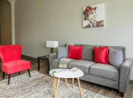 Waterfront 2BR Apt in Downtown